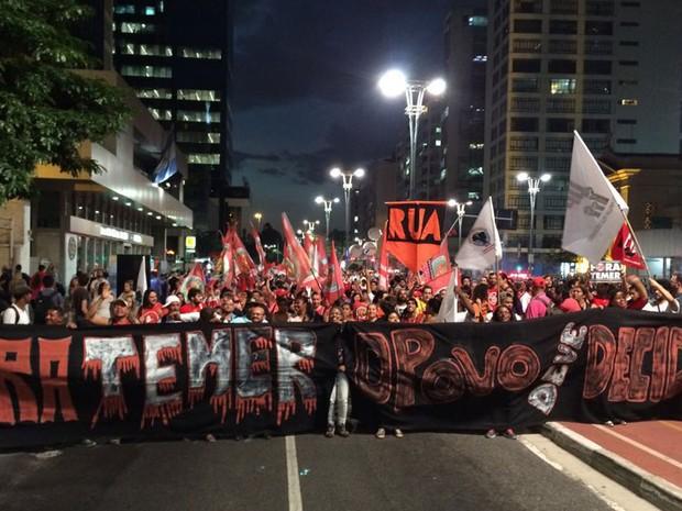 Manifestação contra o impeachment de Dilma Rousseff bloqueia a Avenida Paulista (Foto: Roney Domingos/G1)