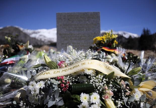 Homenagem às vítimas do acidente com o avião da Germanwings (Foto: AP Photo/Christophe Ena)