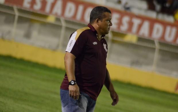 Givanildo Sales parabiniza Pablo por atuação (Foto: Felipe Martins)