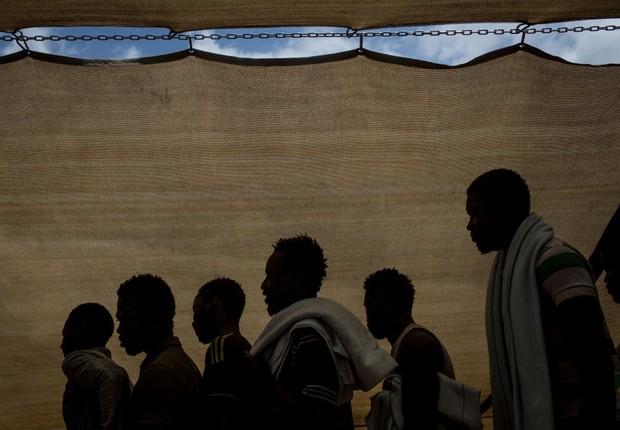 Organização recolhe migrantes que tentam chegar à Europa em barcos ; crise de imigração ; imigrantes ;  (Foto: Chris McGrath/Getty Images)