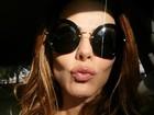 Viviane Araújo acorda cedo e manda beijo para seguidores