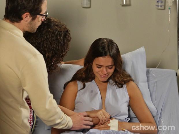 Bruna grava cena em que Helena descobre que sofreu aborto espontâneo (Foto: Fábio Rocha/ TV Globo)