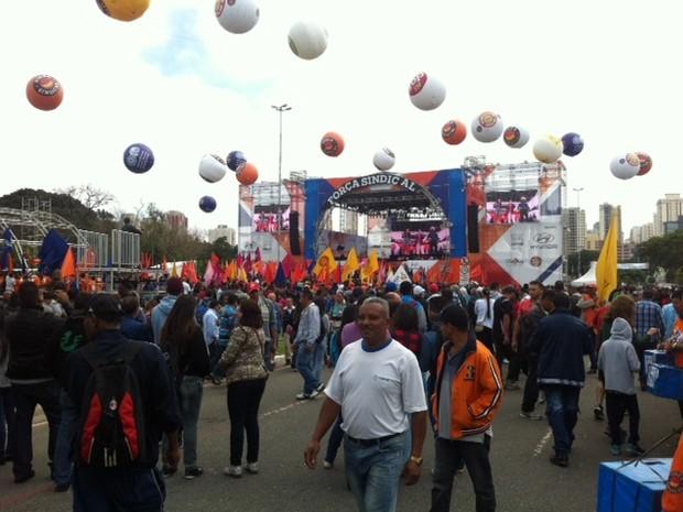 Concentração em evento da Força Sindical na Zona Norte de SP (Foto: Eduardo Carvalho/G1)