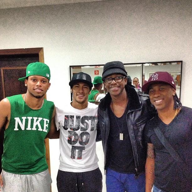 Neymar, André, Arouca e o sambista Mumuzinho (Foto: reprodução / Instagram)