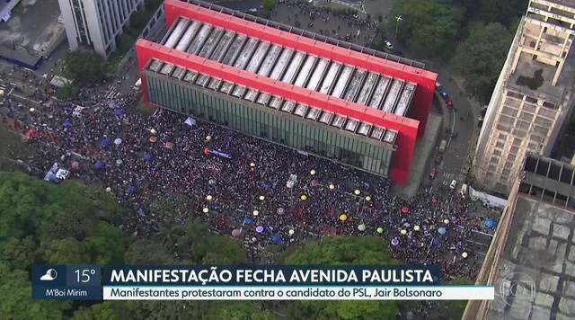 Manifestantes fecham Avenida Paulista em ato contra Jair Bolsonaro (PSL)