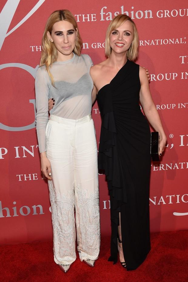 Zosia Mamet e Christina Ricci em festa em Nova York, nos Estados Unidos (Foto: Jamie McCarthy/ Getty Images/ AFP)