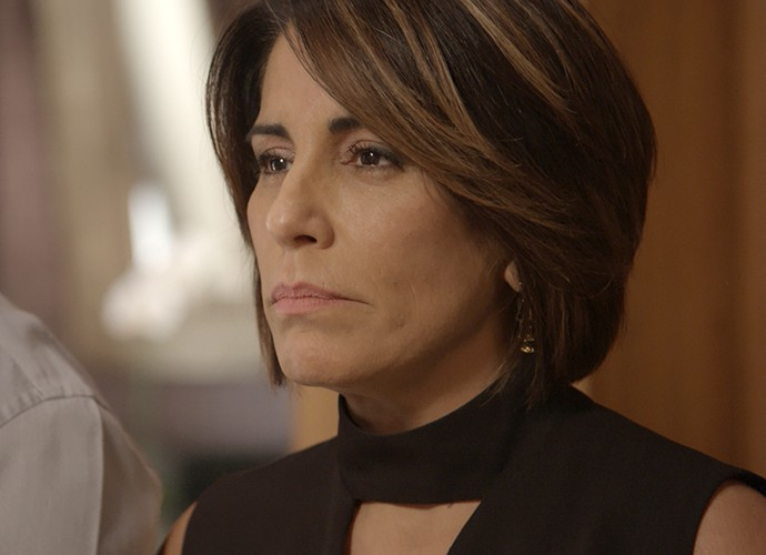 Beatriz fica com raiva de Inês (Foto: TV Globo)