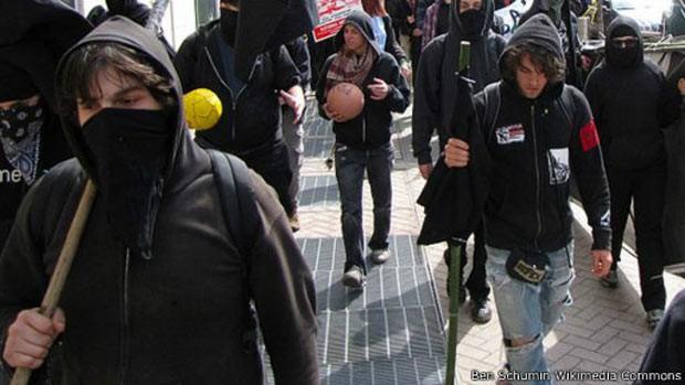 De ideologia anarquista, Black Blocs não têm líderes para tratar com autoridades (Foto: BBC)