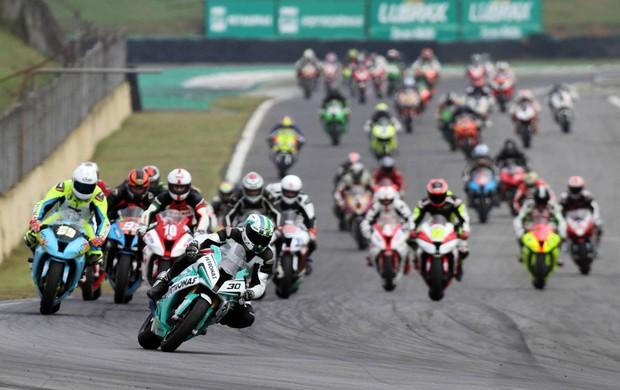 Largada categoria GP Light do Brasileiro de Motovelocidade em Interlagos (Foto: Vanderley Soares / divulgação)