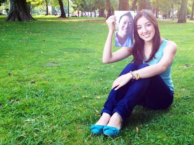 Estudando na Europa, jovem mata saudade levando namorado na bolsa (Foto: Arquivo pessoal/Julia Yamashiro)