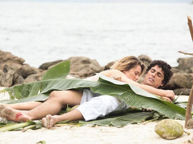 Ju passou a noite cuidando de Nando, qe estava ferido (Foto: Guerra dos Sexos/TV Globo)