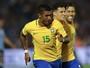 No detalhe: Paulinho acerta chute  a mais de 90km/h contra o Uruguai
