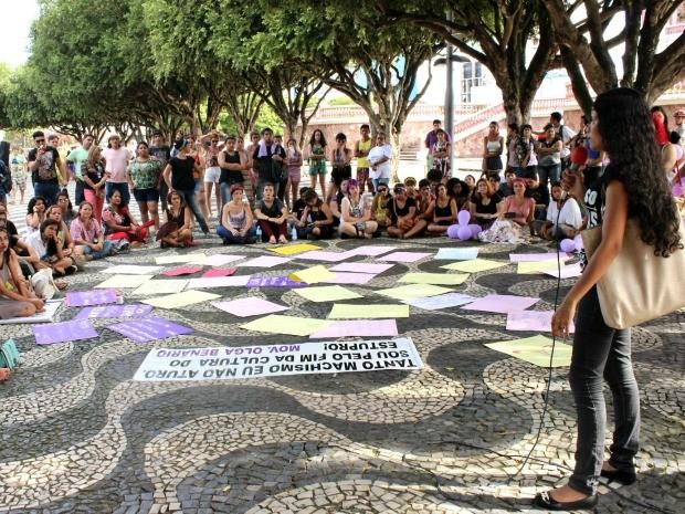 Mulheres posicionam-se contra a 'cultura do estupro' e a favor dos direitos e garantias já conquistados (Foto: Ive Rylo / G1 AM)