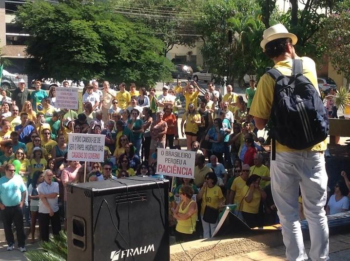 Manifestação em Divinópolis