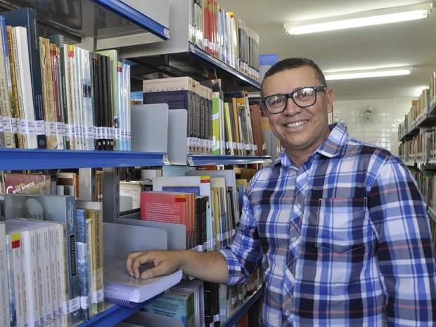 Doutor em Ciências Sociais pela UFCG, José Itamar trabalha como vigilante na UEPB (Foto: Júlio César/UEPB)