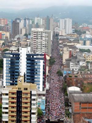 Procissão reuniu mais de 290 mil pessoas em Santa Maria (Foto: Bernardo Bortolotto/RBS TV)