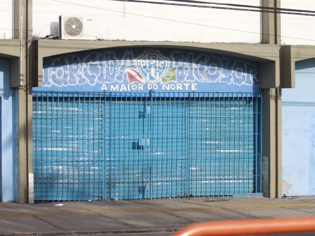 Loja de artigos do Paysandu foi invadida pelos atiradores. Três pessoas foram baleadas. (Foto: Ray Nonato/Amazônia Hoje)