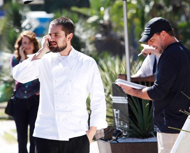Rafael Cardoso e Leandra Leal gravam sob o comando do diretor André Felipe Binder (Foto: Raphael Dias/TV Globo)