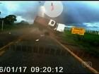 Passageiro que 'voou' de veículo em acidente piora e está em estado grave