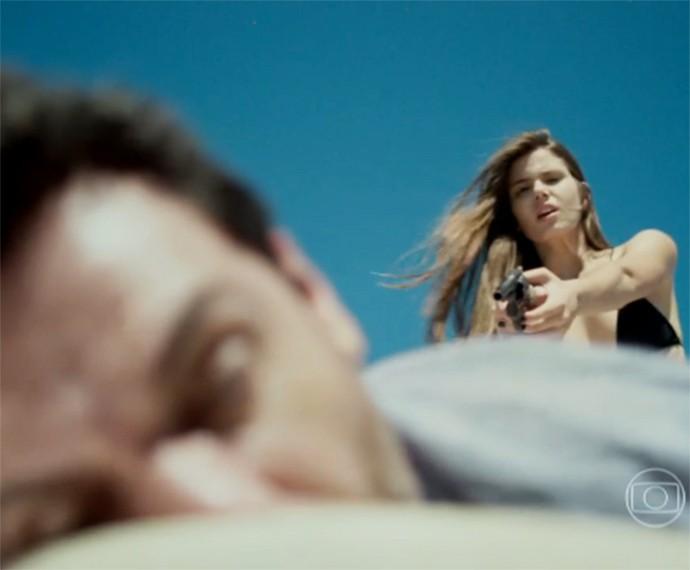 Angel atira várias vezes em Alex (Foto: TV Globo)