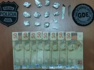 Dinheiro e porções de drogas foram apreendidos (Foto: Divulgação/Polícia Civil)