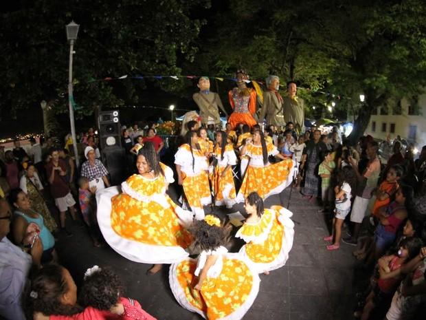 Apresentação de coco de roda foi uma das atrações do evento no Alto da Sé (Foto: Aldo Carneiro/Pernambuco Press)