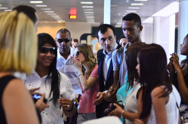 Sandy no aeroporto (Foto: William Oda / Agnews)