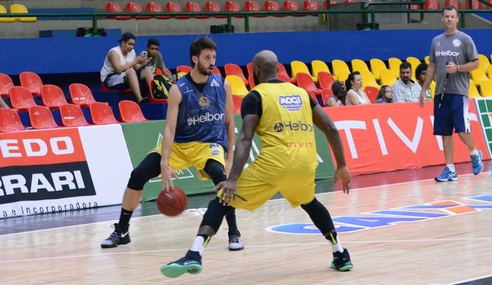 Treino Mogi das Cruzes basquete (Foto: Cairo Oliveira)