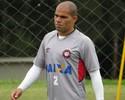 Atlético-PR confirma contratação de Alessandro, mas já prevê saída