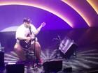 Ed Motta abre com 'Manuel' 1º show após polêmica e brinca com público