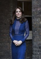 Kate Middleton usa vestido de estilista indiano em evento com William