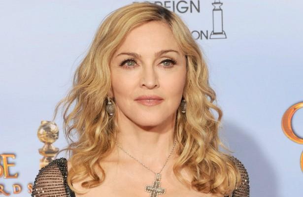Madonna adotou duas crianças do Malawi, em 2006 e 2009. Mas os processos de adoção foram ambos complicados, porque violaram as leis originais do país africano. A popstar enfrentou resistência inclusive de grupos malauianos pró-direitos humanos, que chegaram a fazer abaixo-assinados contra as adoções. (Foto: Getty Images)