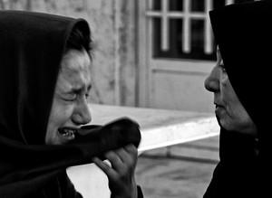 À espera da morte: Fotógrafo iraniano retrata meninas menores de idade à beira da execução