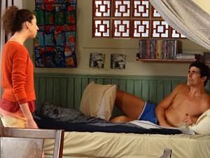 Porém, a realidade bate na cara de Nando e ele acorda com Frô na sua frente (Foto: Guerra dos Sexos/ TV Globo)