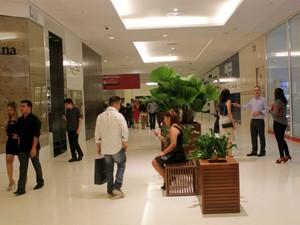 Novo shopping traz 7 lojas âncoras (Foto: Marcos Dantas/G1 AM)