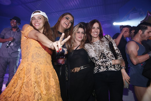 Carolina Dieckmann, Preta Gil, Amora Mautner e Flora Gil em festa no Rio (Foto: Felipe Panfili/ Ag. News)
