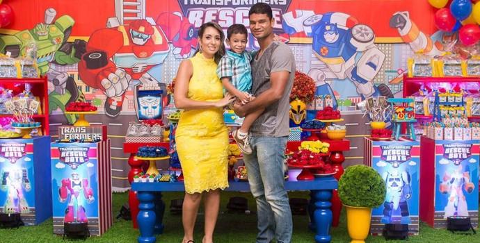 gum, familia, fluminense, esposa Vanessa, grávida do filho Levi, e o filho Benjamin (Foto: Arquivo Pessoal)