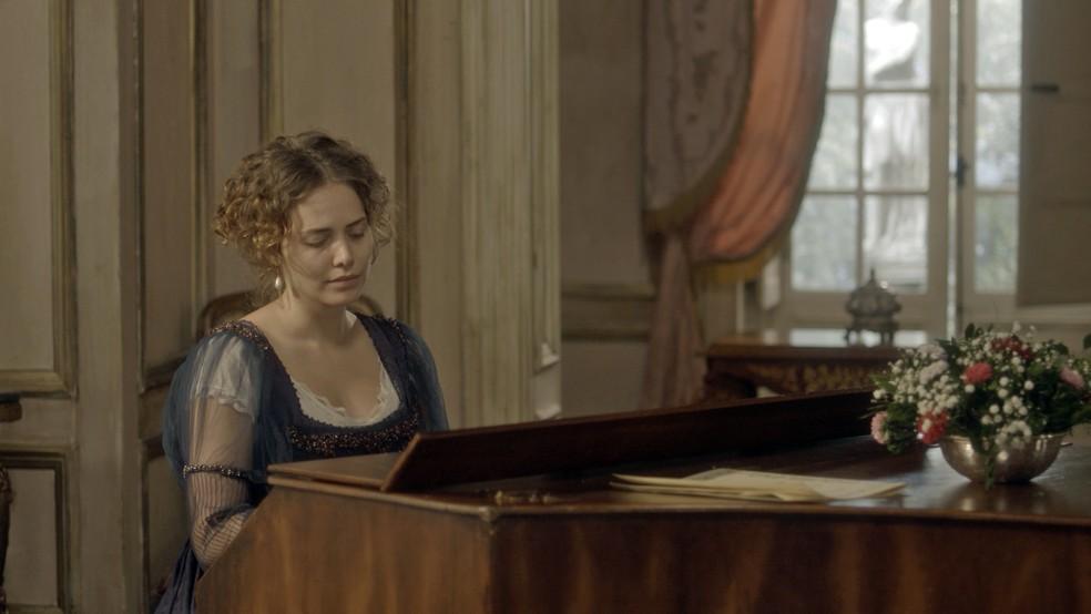 Ela se dedica, então, e toca uma música para ele de surpresa (Foto: TV Globo)