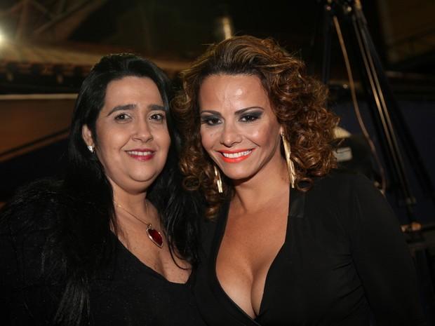 Viviane Araújo com Regina Celi, presidente do Salgueiro, em evento no Rio (Foto: Claudio Andrade/ Foto Rio News)