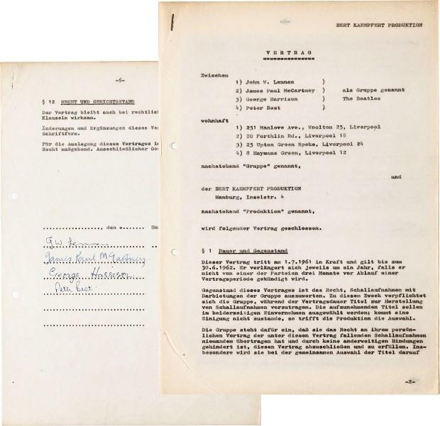 Foto sem data de um contrato de 1961, em alemão e assinado pelos Beatles. O documento foi vendido em Nova York por US$ 93 mil (Foto: Heritage Auctions via AP)