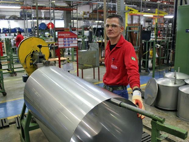 Helvecio Gomes: trabalho verde dá mais ânimo. (Foto: Dennis Barbosa/G1)