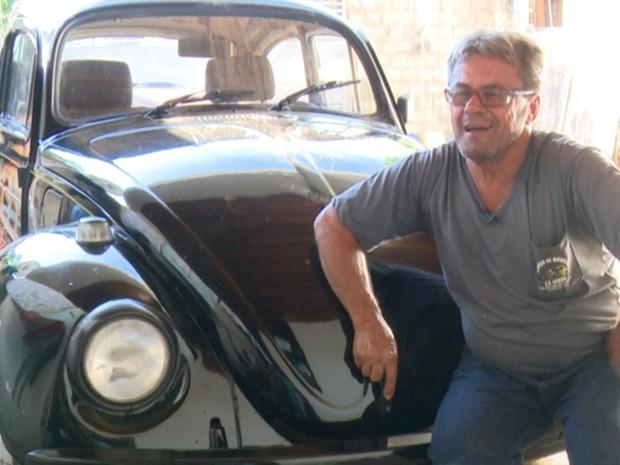 O caminhoneiro Luiz já teve 12 Fuscas ao longo dos seus 57 anos. (Foto: Marco Bernardi/G1)