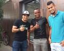 Ronaldinho causa boa impressão em brasileiros na chegada ao Querétaro
