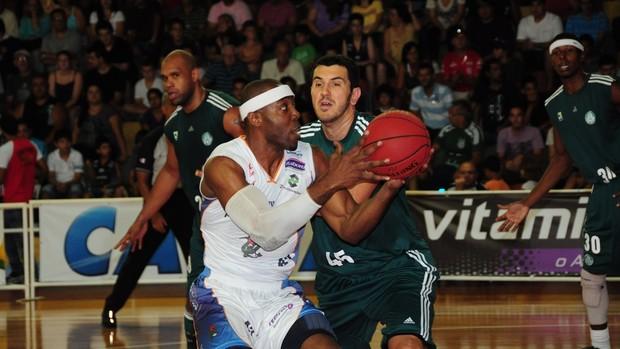 Jeff Agba Bauru Basquete, contra o Palmeiras (Foto: Sérgio Domingues / HDR PHOTO)