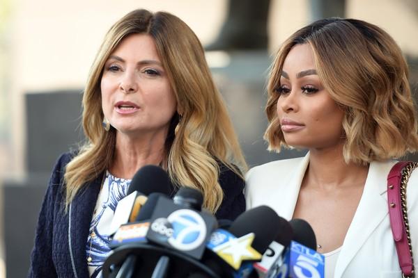 A modelo Blac Chyna com sua advogada (Foto: Getty Images)