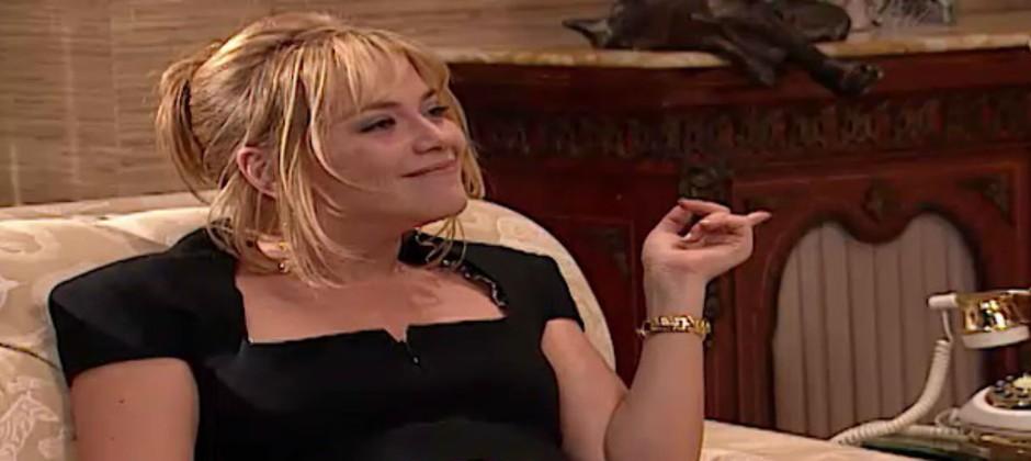 Laura conta para Eduarda que está grávida de Marcelo