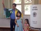 Prefeito ACM Neto  vota em Salvador (Valma Silva/G1)