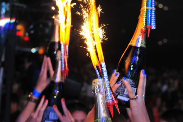 Um dos rituais que acompanham as garrafas de champagne na pista (Foto: Divulgação)