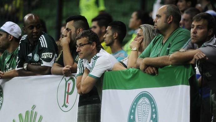 Torcida do Palmeiras perdeu a paciência e saiu insatisfeita nesta quarta (Foto: Marcos Ribolli)