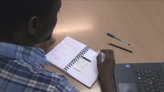 Curso gratuito prepara haitianos para entrar na universidade em SC